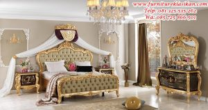 tempat tidur ukiran warna gold